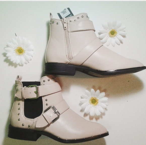 892189fe432 Ankle Booties Cream Size 5 💖⬇️$55 Boutique